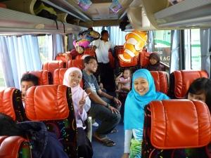 Situasi dalam bus sebelum berangkat