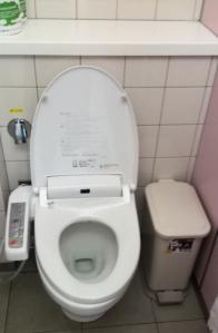 toilet airport