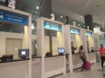 counter untuk membeli tiket bus di KLIA2
