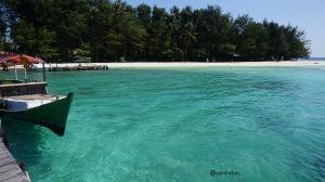 pulau menjangan kecil (dari dermaga)